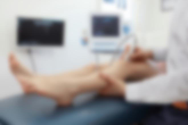 Болит колено при беге справа