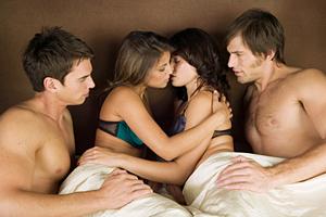 Свинг – невинный секс эксперимент или угроза семье?