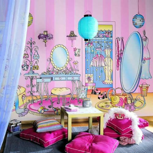 Розовая детская с росписью на стенах фальшиой комнаты