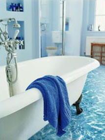 плитка в ванну на пол тромплей Вода на полу в ванной комнате