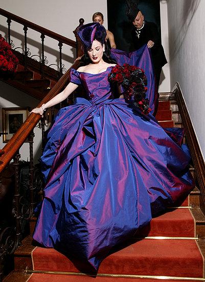 Продам свадебные платья 42, 48 и 54-го размеров.  Устала ждать.