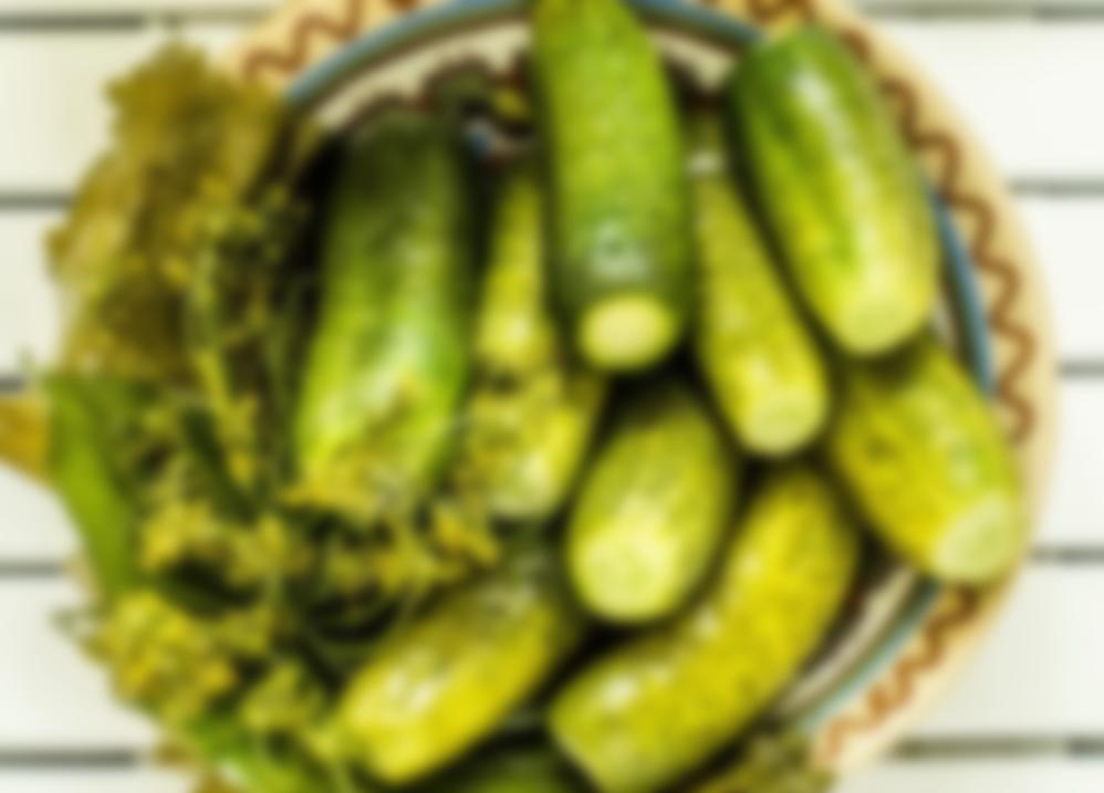 Малосольные огурцы хрустящие быстрого приготовления в банке за сутки: рецепты с фото, просто и вкусно