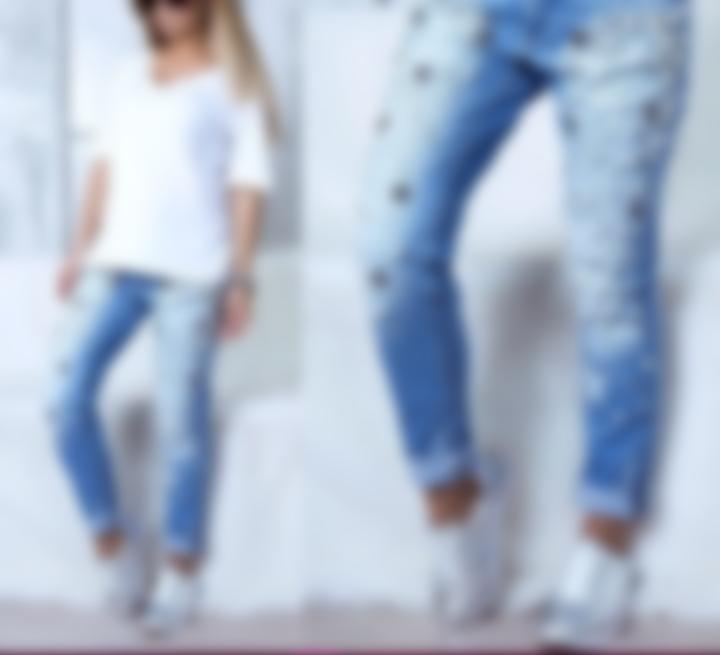 df2188800747 Какие джинсы в моде в 2018 году - женские (фото) и с чем носить