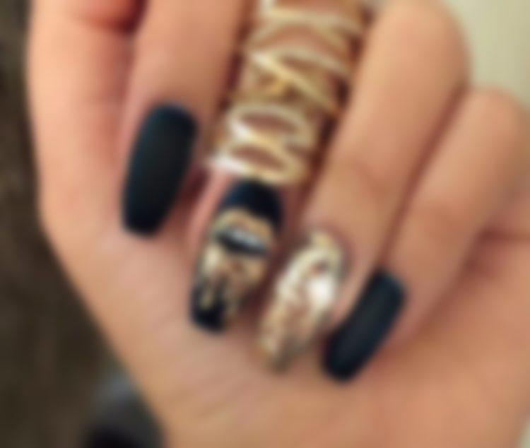 Маникюр черный с золотом фото, идеи на короткие ногти и длинные