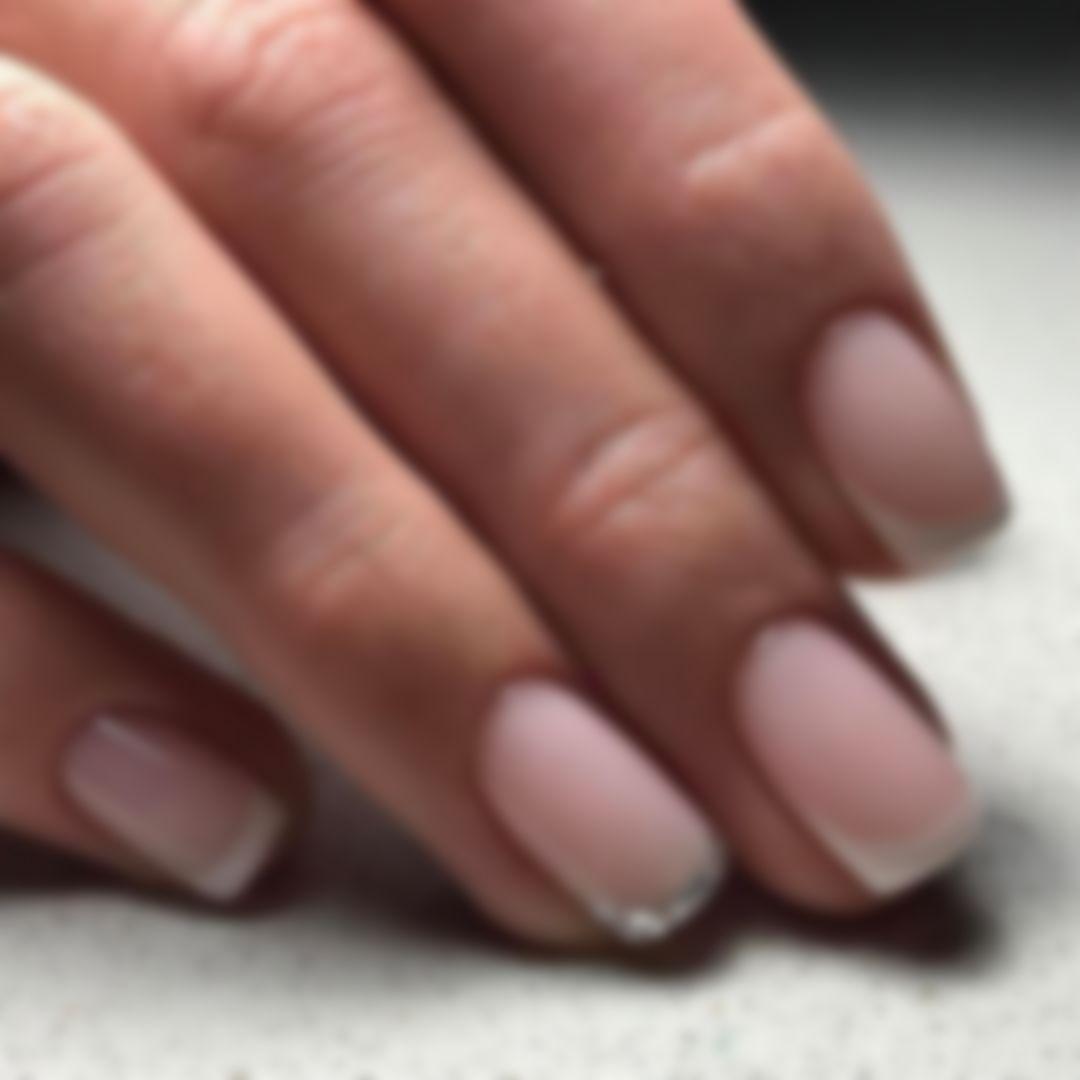 Нежный французский маникюр на коротких ногтях фото