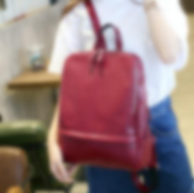 Маленькие рюкзаки демократичного кроя из высококачественной кожи лучше  всего соответствуют тенденциям современного модного мира. Они борются за  лидерство с ... d057cdc9ec4