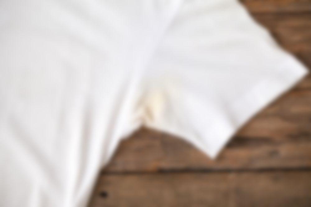 Как отстирать жёлтые пятна от пота с белой одежды