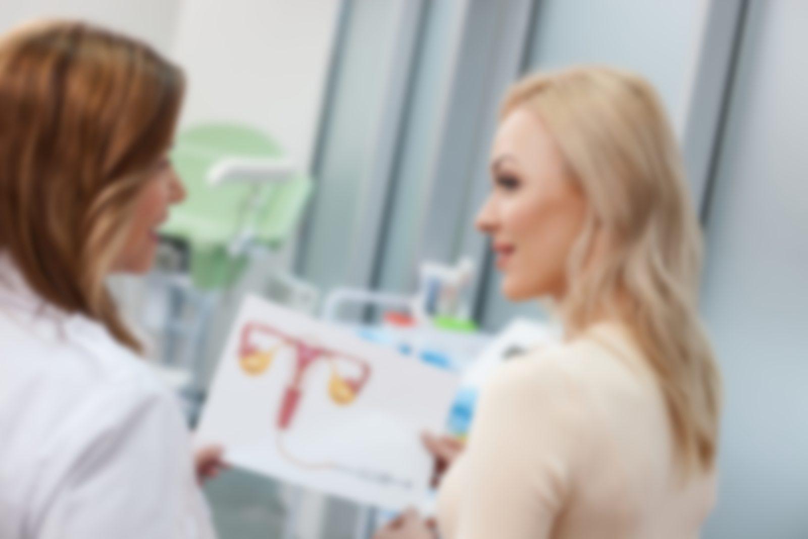 Проверка девушек у гинеколога вагинально