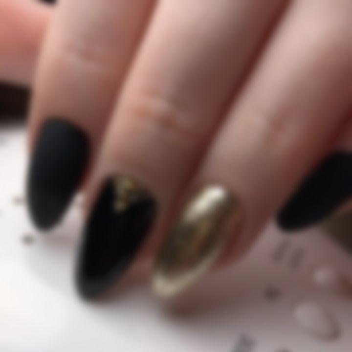 Маникюр черный с золотом полосками