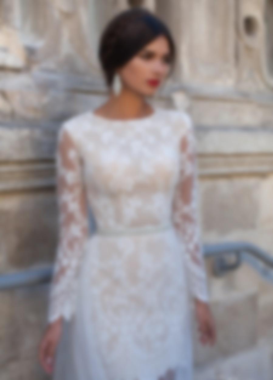 0d884ab8d5e Есть несколько альтернативных вариантов модных свадебных платьев 2018.  Одним из них является платья-маллет. В этом фасоне спереди юбка имеет  минимальную ...