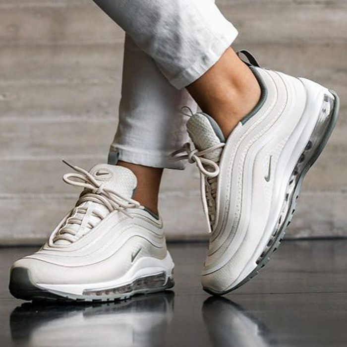 e0b12a181cef18 Какие кроссовки сейчас в моде 2019 (женские): модные тенденции, фото