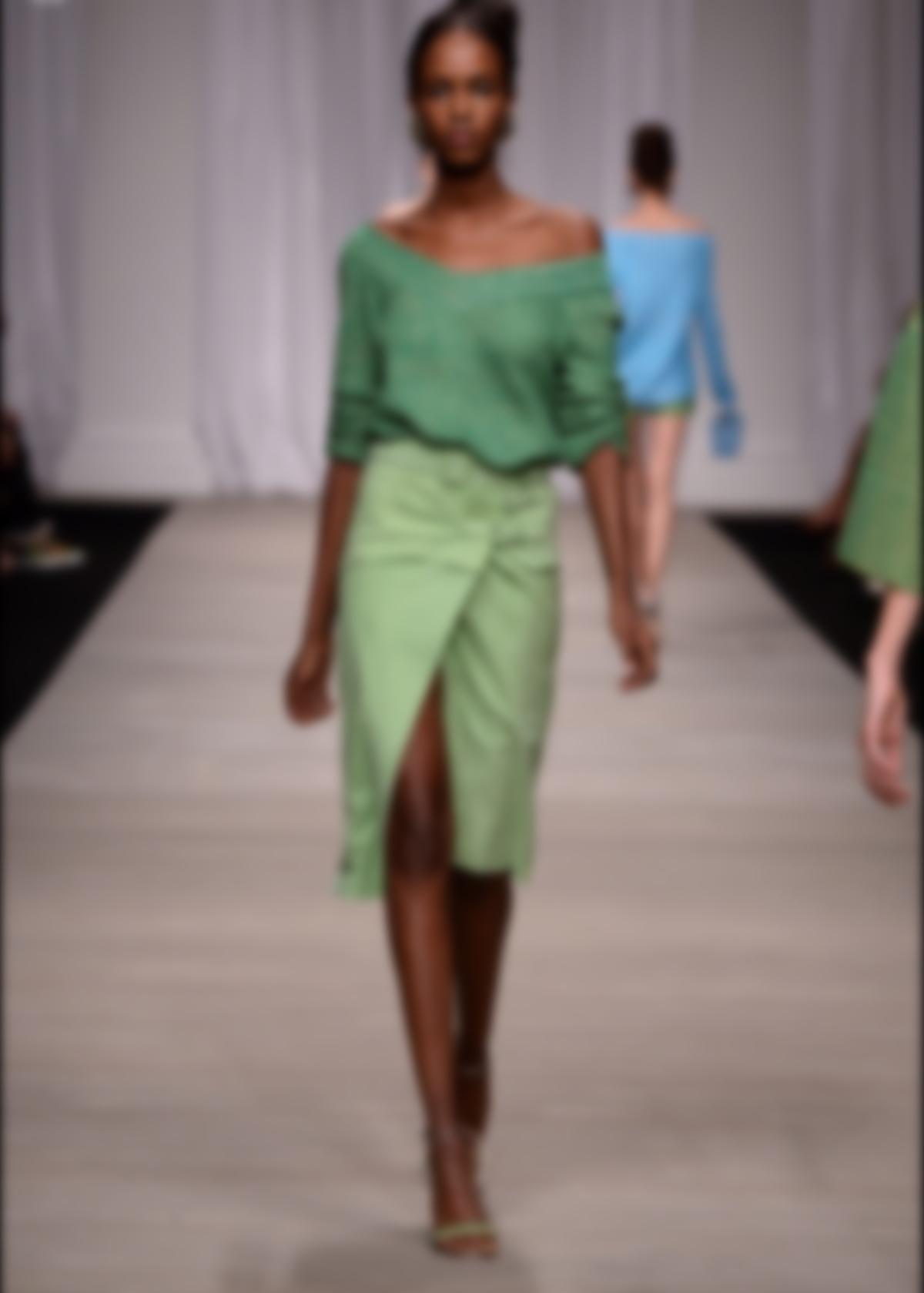 Из элементов декора следует выделить разрезы и драпировку. Юбки с запахом  предлагают такие модные бренды, как Chloe, Lanvin и другие. e14bca6afec