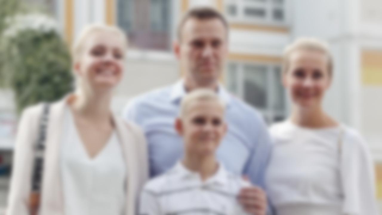 каждый фото навального с семьей создать солнечные