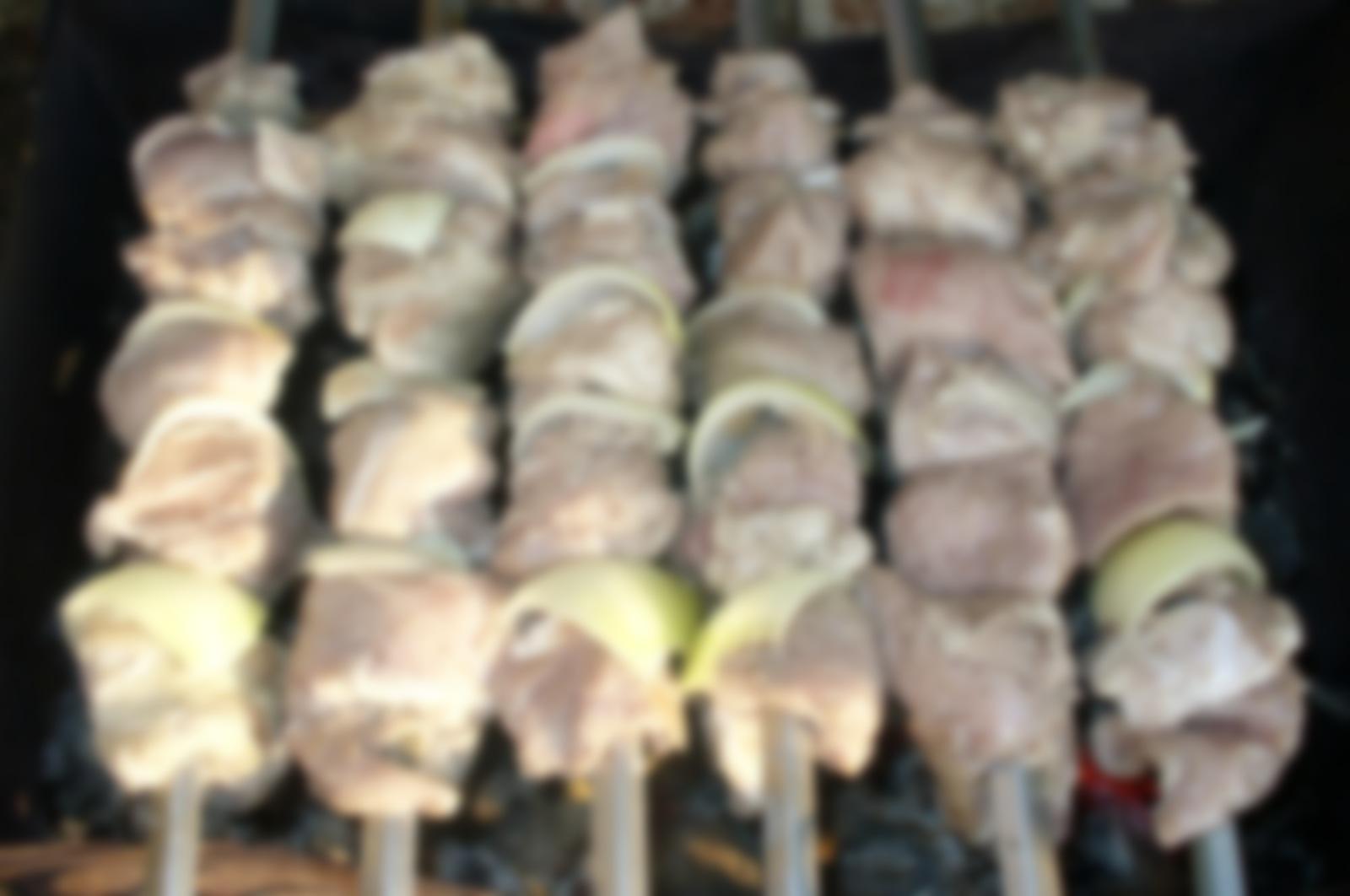 шашлык из свинины с майонезом и лимоном