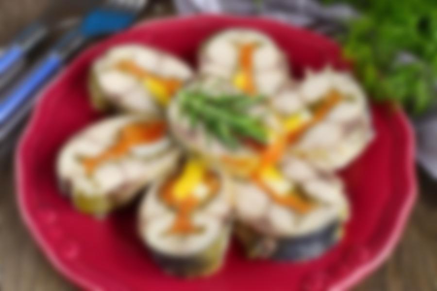 Фаршированную рыбу готовят обычно на праздничный стол.