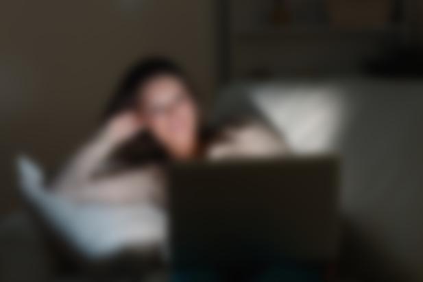 девушка не удаляет анкету с сайта знакомств