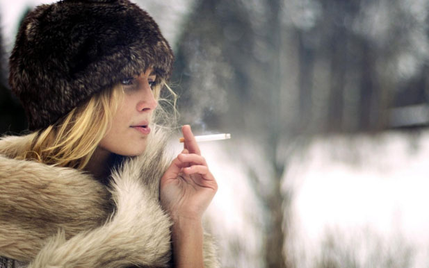 Картинки по запросу курит дама