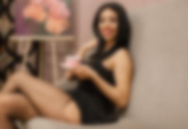 Лара Фрост: «Я привыкла, что многие женщины мне завидуют»