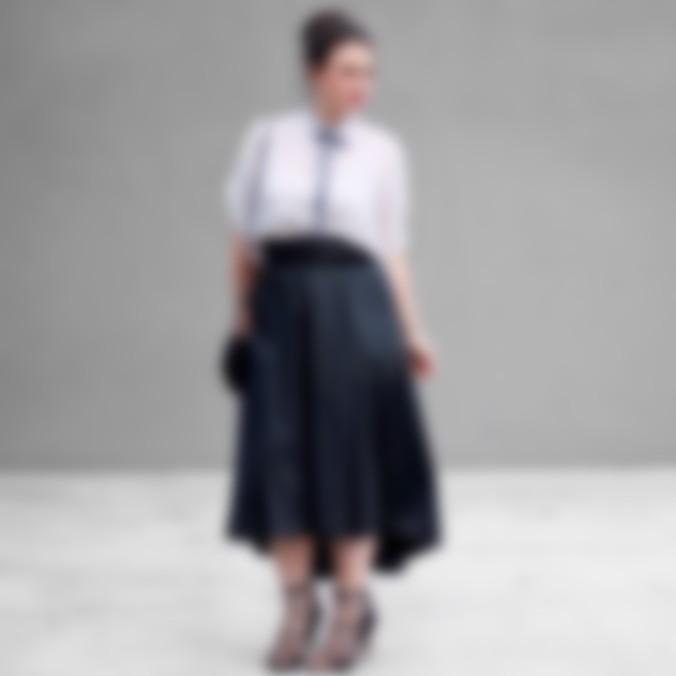 d098e0b775d Полным представительницам прекрасного пола после 40 стилисты рекомендуют  остановить свое внимание на юбке-карандаше. Такая модель сможет эффектно ...