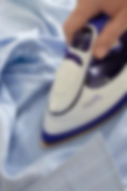Можно ли гладить мокрые вещи