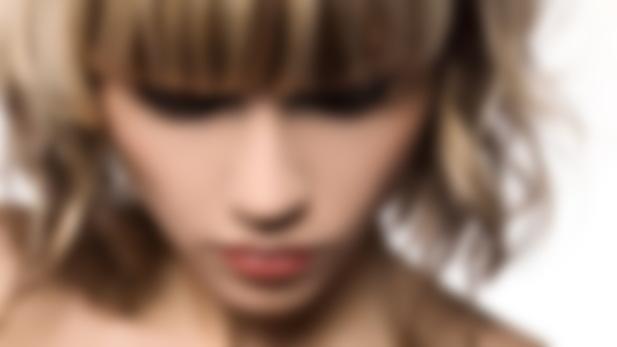 Что лучше сделать с седыми волосами