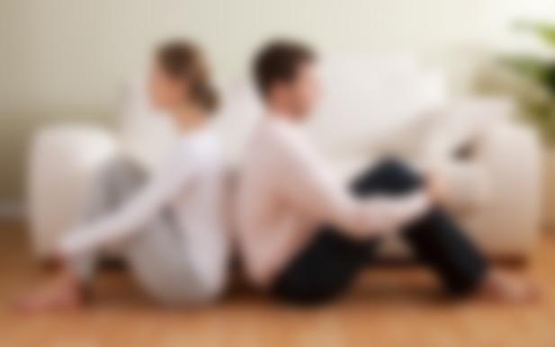 смотреть как жена стесняется первый раз отдаваться при муже чужому