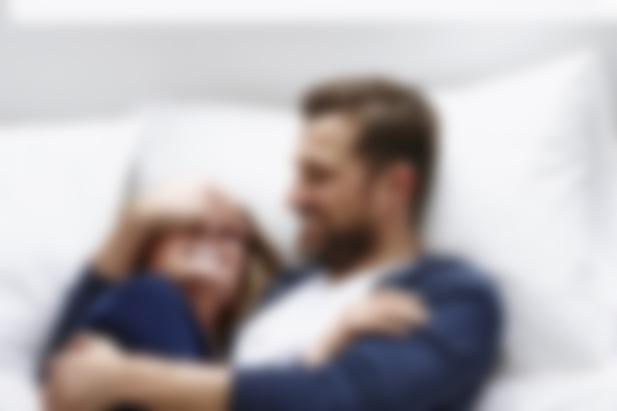 видео мужчина сначала гладит женщину а потом занимается с ней сексом