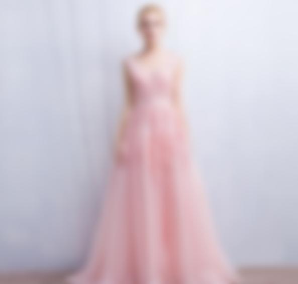 Наймодніші сукні на випускний 2018 року - Жіночий Світ 685eea4697bcf
