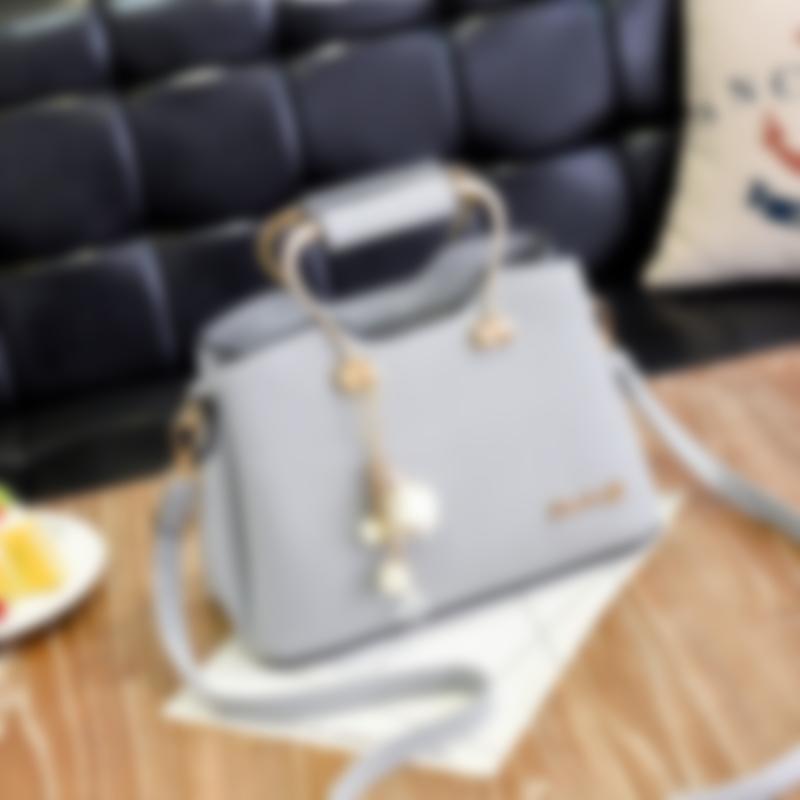 ac6598d16a58 Любительниц объемных моделей заинтересуют сумки-кисеты, вместимость которых  может поражать воображение. Эти сумки не выделяются наличием излишнего  декора, ...