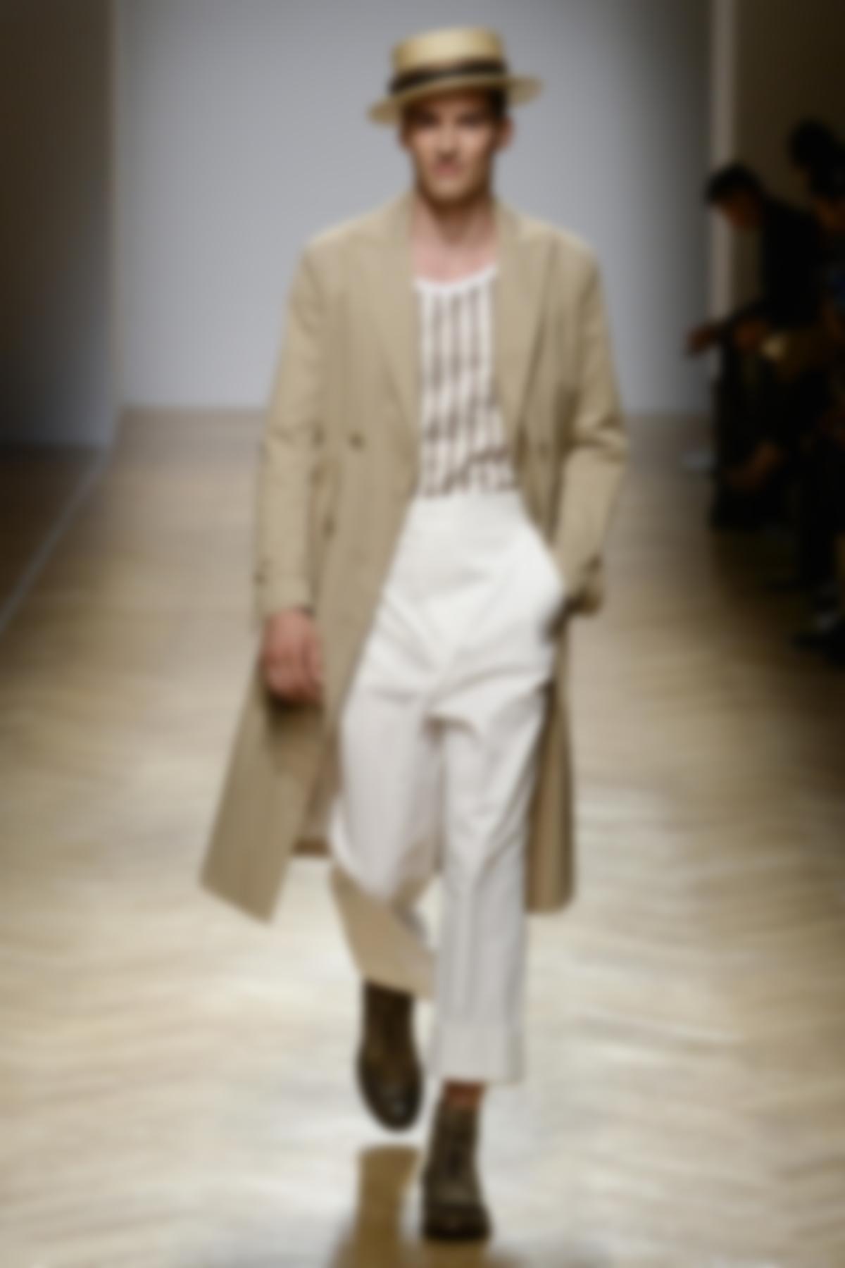 8ab80917dd00e0f Жилеты и рубашки должны быть заправлены в брюки и закреплены классическим  кожаным поясом. Именно так их носили в середине прошлого века.