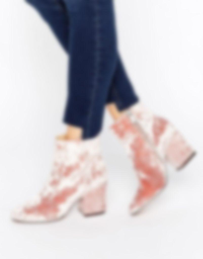 95c335d91 У замши есть и еще одно преимущество — туфли из этого материала можно  получить по-настоящему разных цветов, и это позволяет каждому из нас легко  подобрать ...