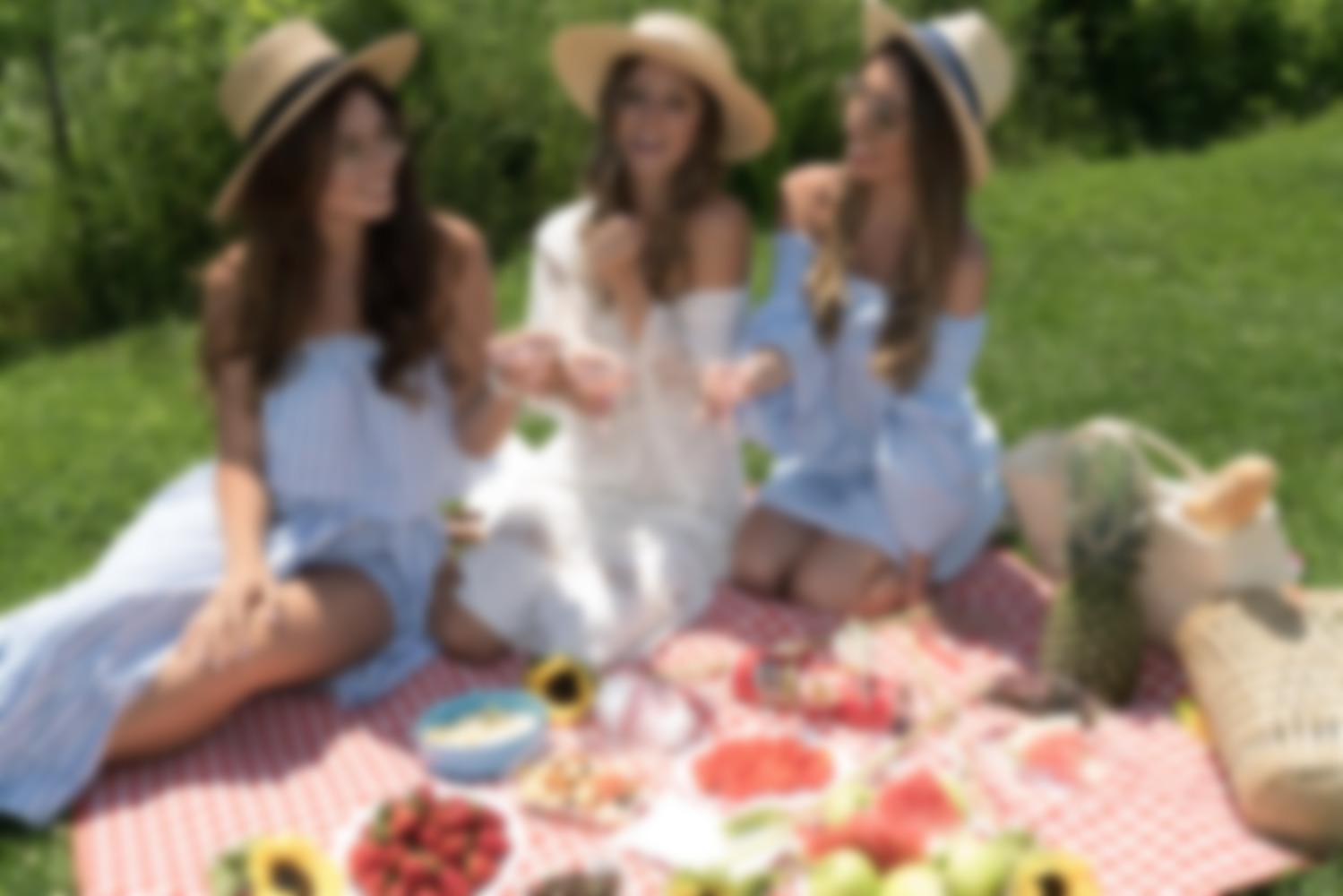 Три подружки устроили фотосессию