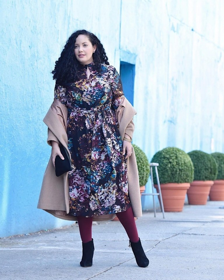 9dfc790c6e1077a ... оставаться: платье-футляр, водолазки, кашемировые пуловеры, длинные  кардиганы, стильные джинсы и строгие блейзеры. Мода для полных женщин за 40  в 2019 ...