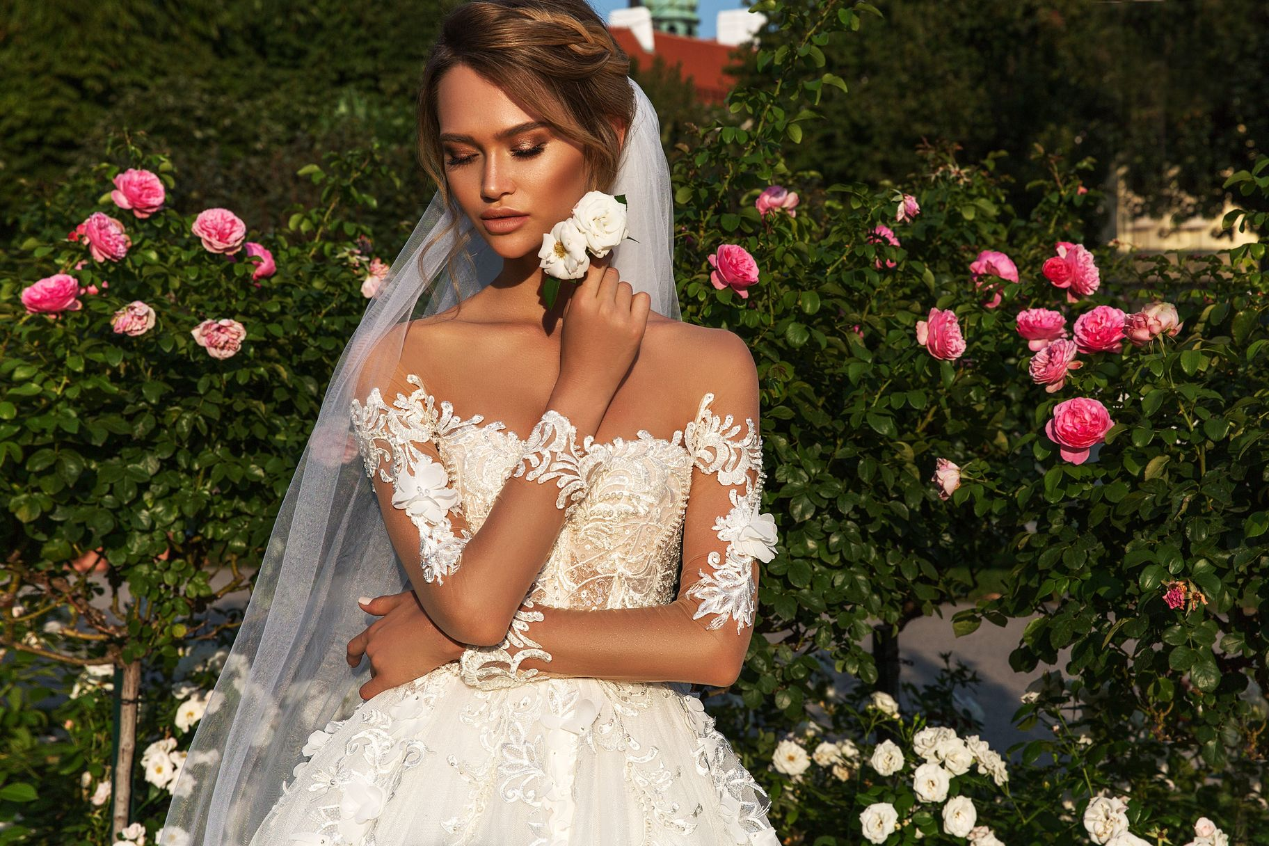 9e21684e2844694 Дизайнеры свадебных платьев стараются каждый сезон создавать новые модели.  Из богатого выбора невеста обязательно найдет свой наряд.