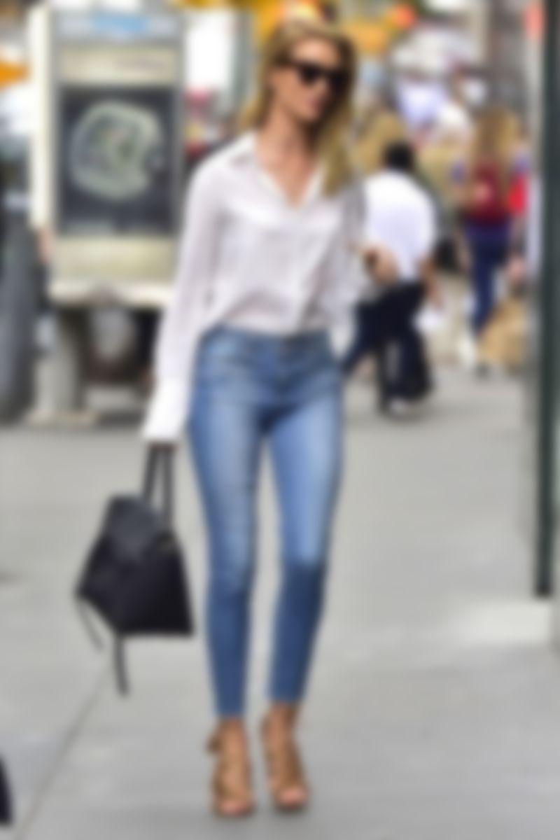 Елегантні джинси скінні – прекрасний варіант для дівчат зі стрункими  ніжками. Таку модель можна носити з чим завгодно 64ef124e00219