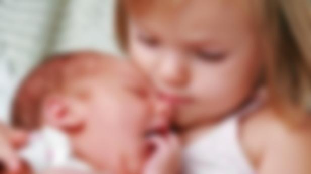 как познакомить старшего ребенка с малышом