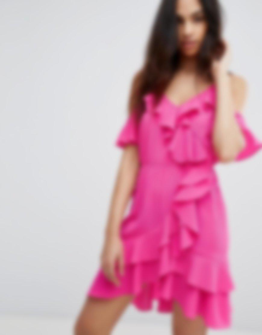 пернатого модные широкие платья фото с рюшками представила все