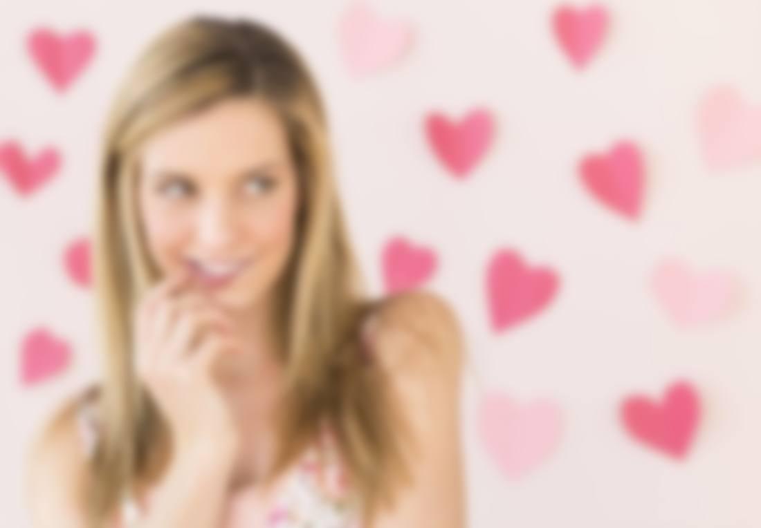 Как понять что девушка влюблена но скрывает на работе девушка модель воспитательной работы в образовательном учреждении