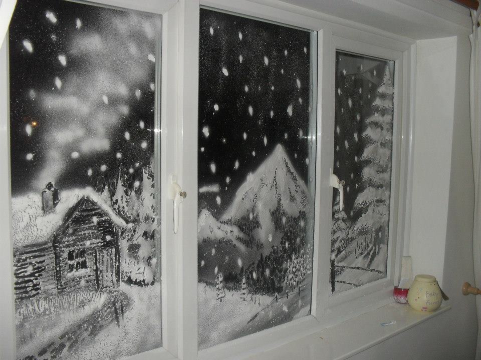 картинки на окна рисовать белой краской является важнейшим элементом