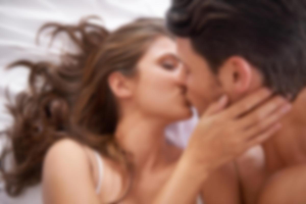 своим щекам, мужчина поцеловал мужчину видео был мусульманином