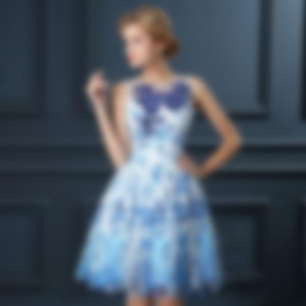 5431236067e Девушки с узкими плечами могут выбирать модные выпускные платья 2018 с  воланами. Также разрешено выбирать наряды с богатым декором в области плеч  и рукавов