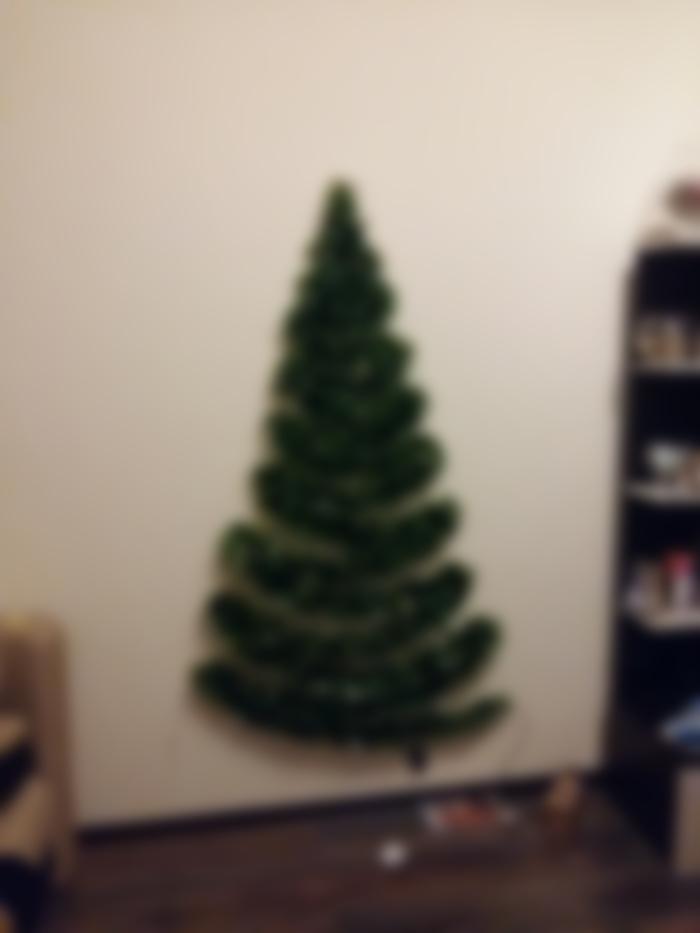 Новогодняя елка из проволоки и мишуры