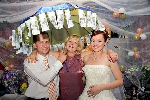 шуточное поздравление на свадьбу с вручением денег на зонтике раскинувшийся вокруг усадьбы
