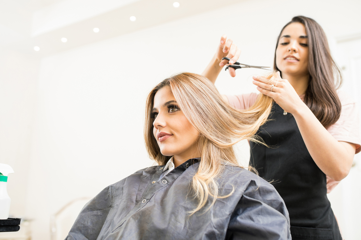 Когда стричь волосы в ноябре 2019 по лунному календарю и оракулу
