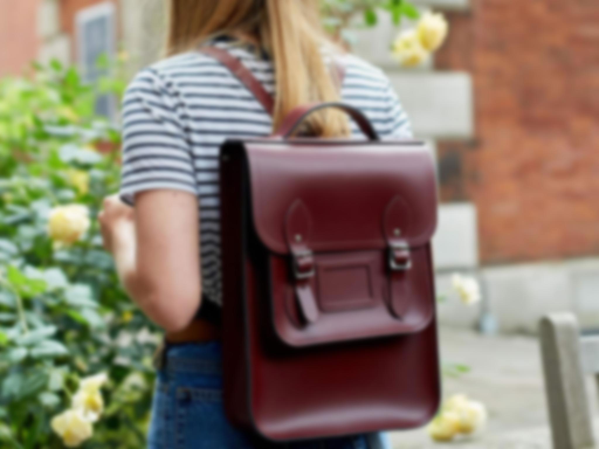 Необычные и впечатляющие цвета материала, интересные способы его выделки –  благодаря этому кожа делает рюкзак стильным и дорогим атрибутом женского  образа. f200b52b447
