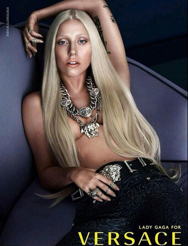 Леди Гага обнажилась для Versace