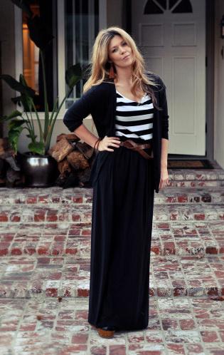 Длинная черная обтягивающая юбка