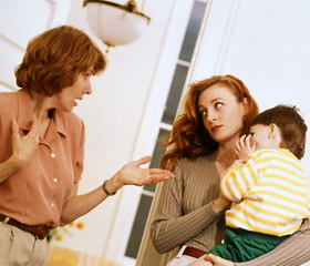 Муж с женой занимаются сексом и тут в комнату заходит сын