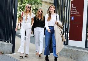 С чем носить джинсы клеш в 2022 году весной и летом