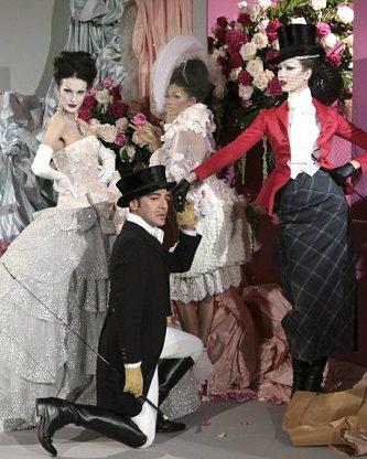 b96164376e5713 В Москве открылась выставка Christian Dior